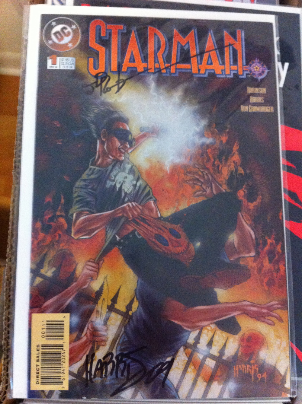 STARMAN #1-81 + Annuals, Secret Files, #0, 1 Million 80 Page Giant A series about a reluctant hero who is a pop culture collector/seller. A great series with autographed issues by James Robinson, TOny Harris, Mike Mayhew, Lee Weeks and Richard Pace.