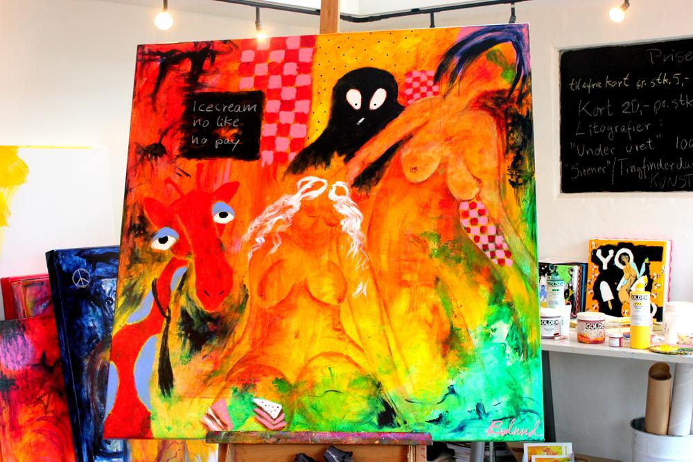 Det færdige maleri var efterfølgende et smut forbi kunstnerens private atelier, for at få den sidste finish inden højstbydende kunne få sin nyerhvervede kunst på væggen.