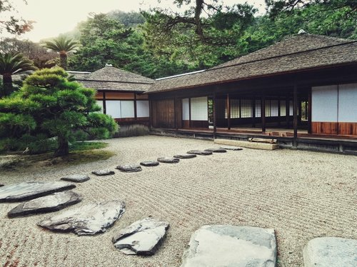 Blog green living installing and maintaining a japanese zen garden in your backyard solutioingenieria Image collections