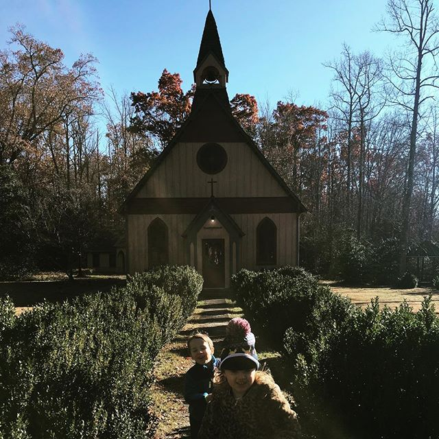 Thankful for ... #family . . . . . . . #church #thanksgiving #thanks #rugby #tennessee #hotelbranding #tenderling #boutiquestyle #tenderlingdesign #kids #kidsgiving #fun #fall #family #south #historichomes #historictennessee #historicrugby #familyfun