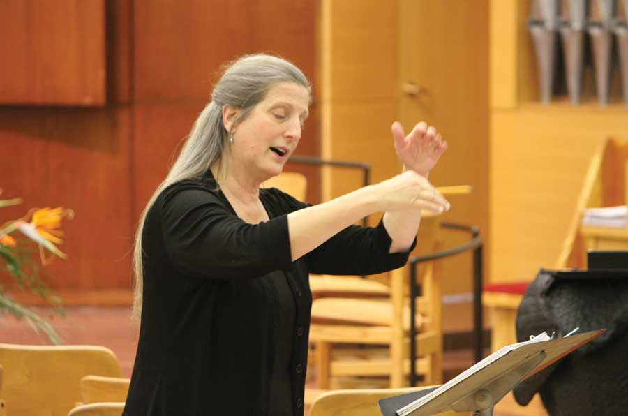 Cantor Annie at rehearsal with Kol Halev, the Temple Beth Emeth adult choir (photo by Susan Ayer)