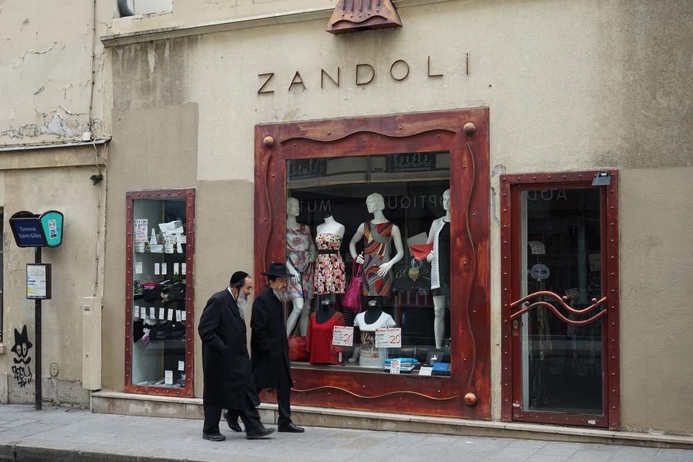 Zandoli, Paris