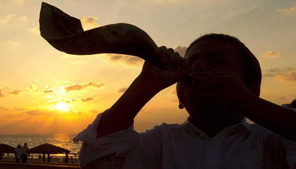 yom-kippur-times-jewish-high-holidays-when-what-jerusalem-israel-judaism-shofar.jpg