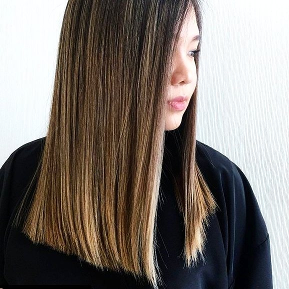 This sleek is on fleek 😍😍 Using the @fixxrx #ProSessions flat iron to get this level of smooth is easy. With a digital temperature control and diamond coated plates, heat is evenly distributed at just the right temperature for your hair. Resulting in smooth and shiny hair that lasts all day. Cut, colour, and style by @styledbysherry ♥️ . . . . . #yyz #toronto #torontostyle #sleek #hair #straighthair #hairstyling #hairsalon #beauty #hairstylist #salon #beautyindustry #fixxrx #flatiron #hairgamestrong #hairgoals #fixxflatiron