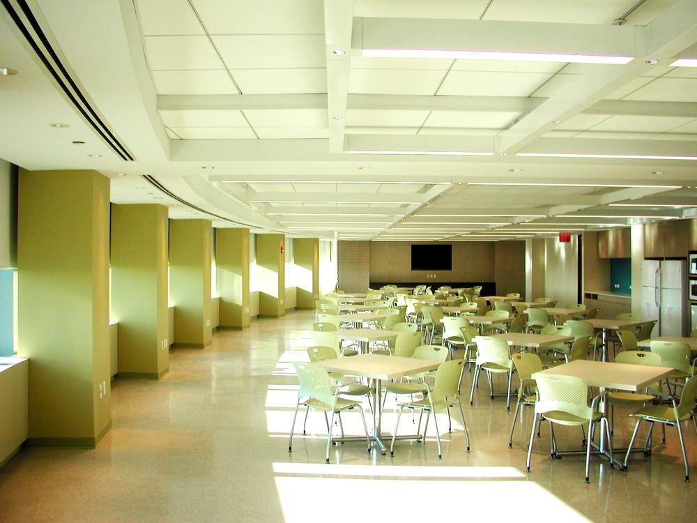AIG Metrotech - Cafeteria 5.JPG