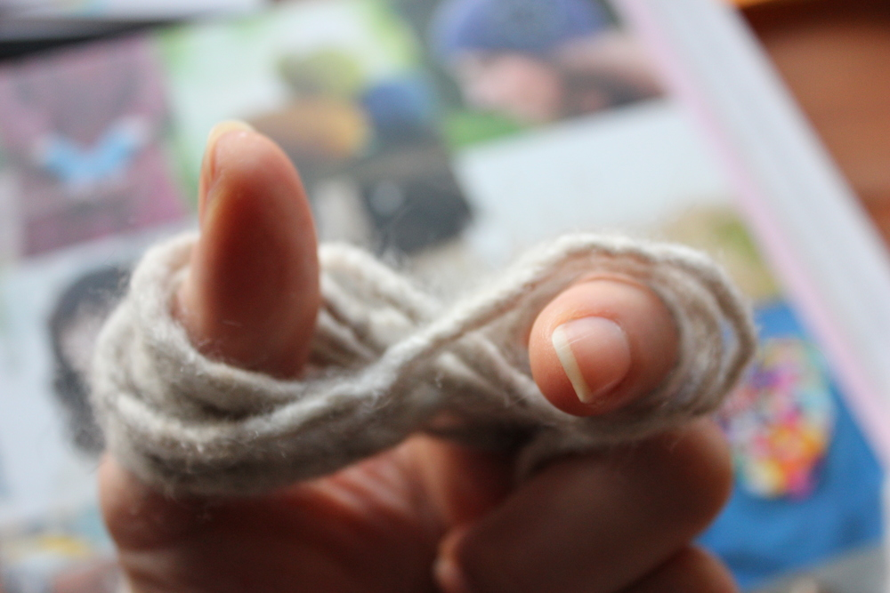 1. Wind tail around thumb and forefinger in a figure eight formation.