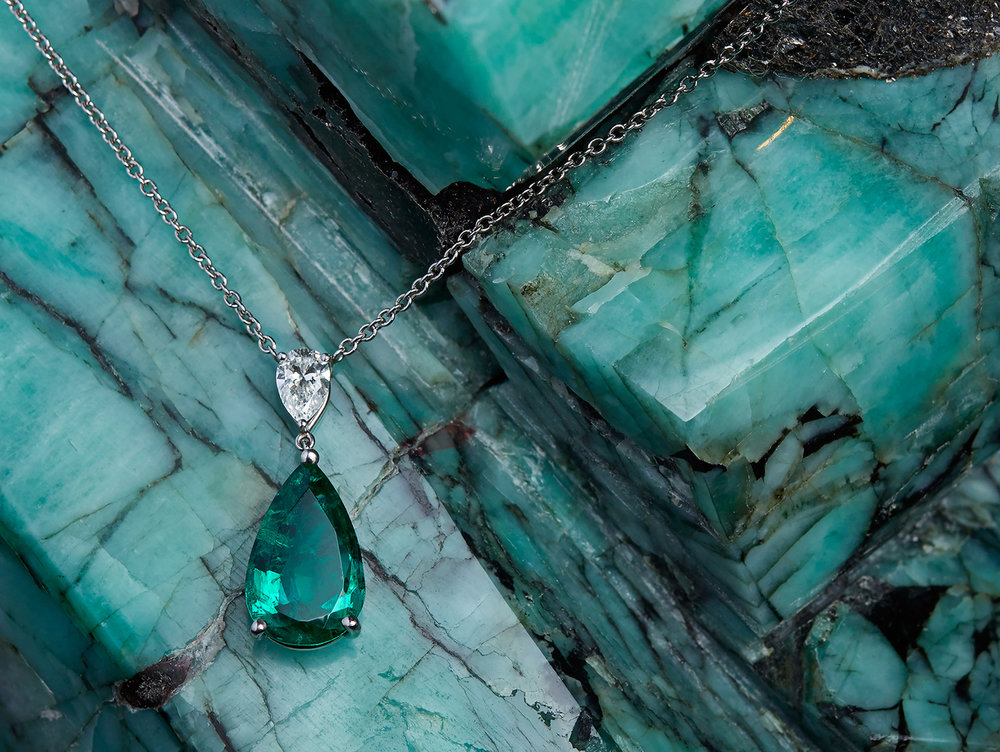 Green+pendant+on+green.jpg