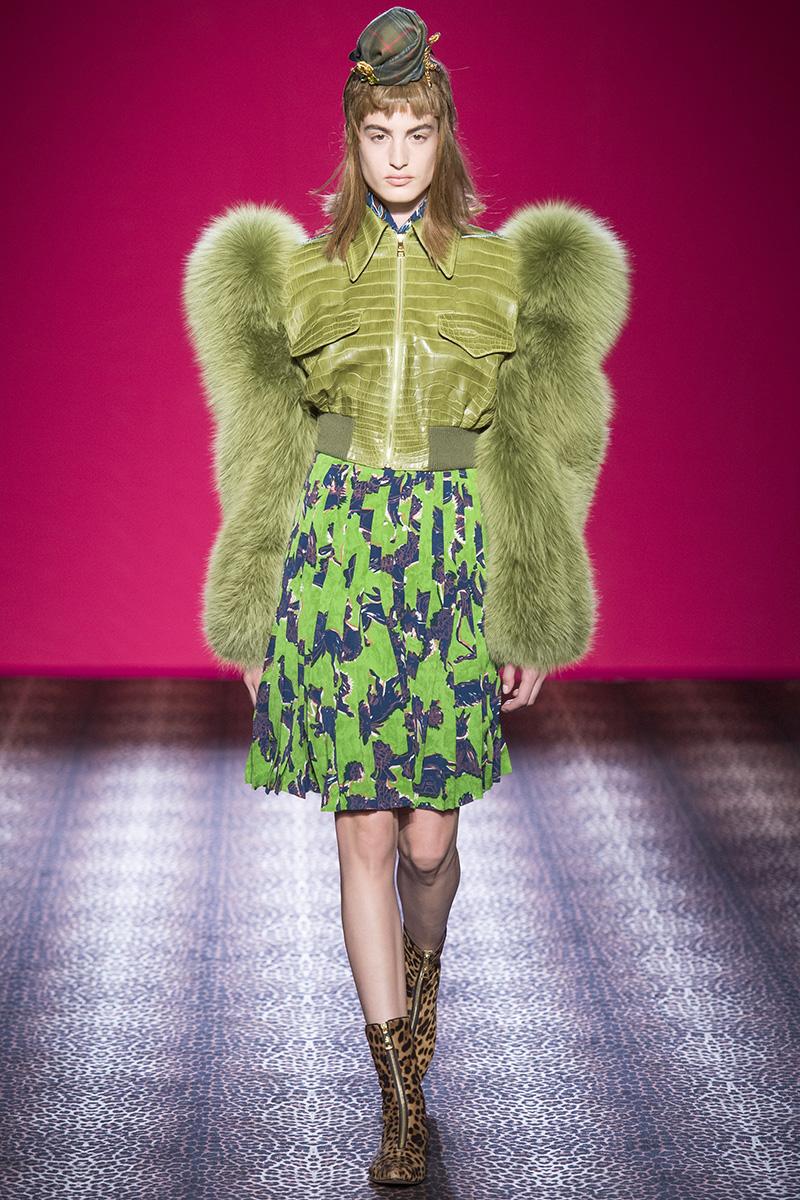 schiaparelli-couture-fall-2014-08_100349895262.jpg