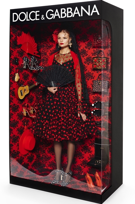 Vogue Paris//December 2014/January 2015//Photographer: Giampaolo Sgura//Models: Magdalena Frackowiak & Elisabeth Erm//Stylist: Claire Dhelens & Celia Azoulay