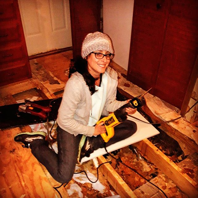 My beautiful sister discovering the magic of a reciprocating saw #floorwork #construction #destruction