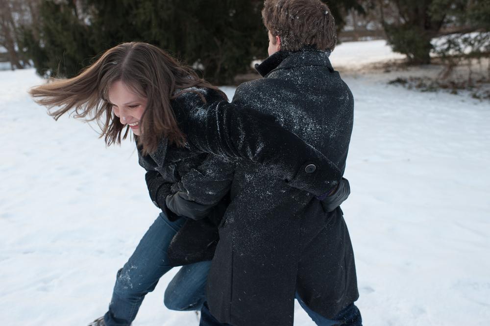 toronto-winter-engagement-photograph-010.jpg