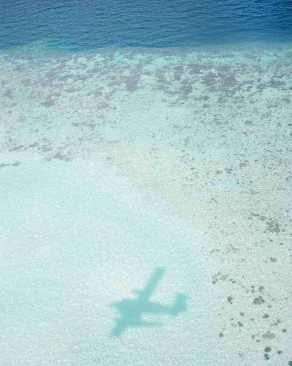 peony-richard-wedding-maldives-airplane-shadow-in-sand-0015-s112383_vert.jpg