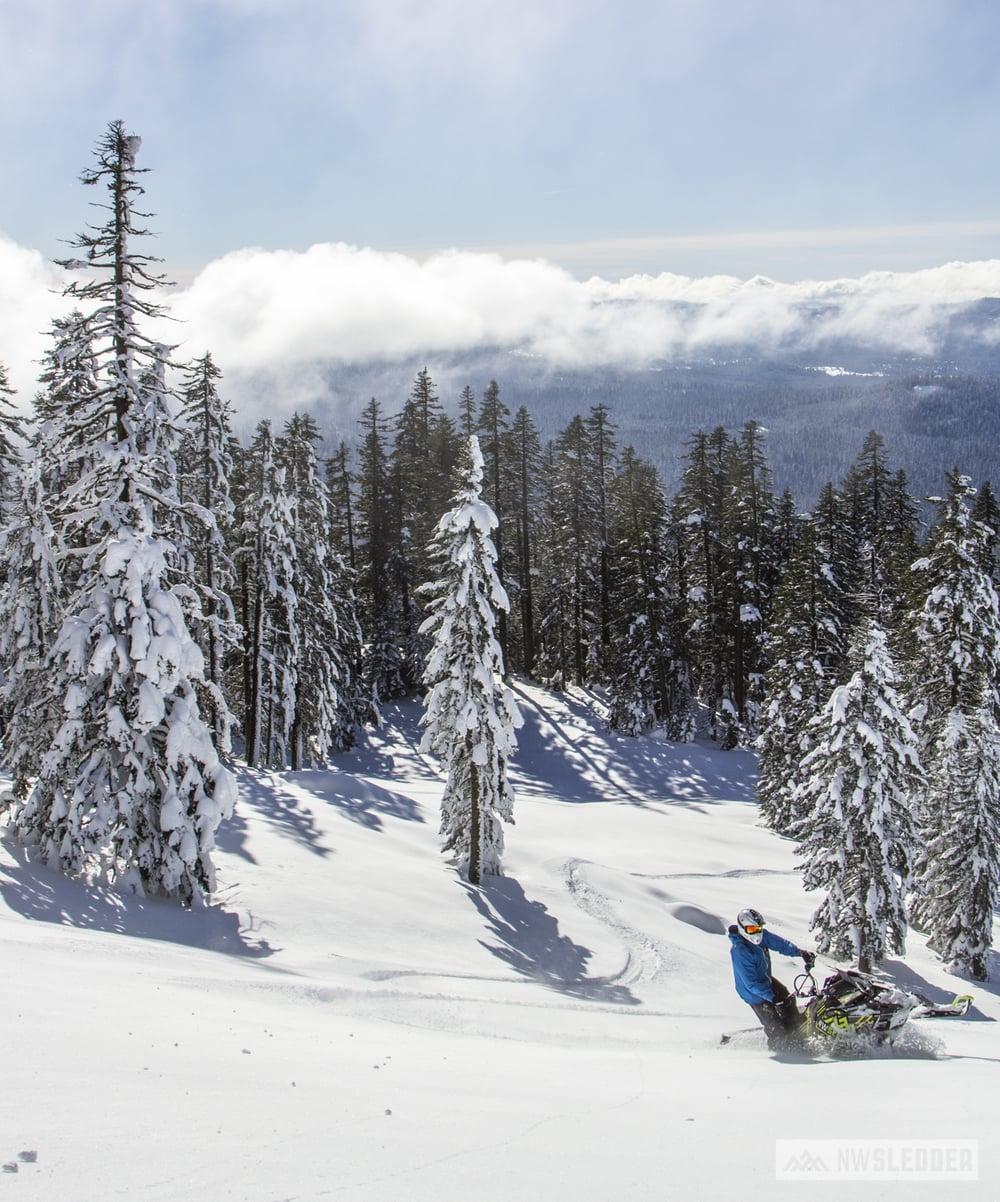 A stunning day on Brown Mountain - January 2016 - Rider: Kyle Fritz Photo: Matt Bogatay -NWSledder