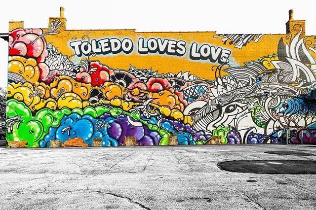 Spread Love 💕 ▫️ ▫️ 📸 @righthalf ▫️ ▫️ #downtown419 #downtowntoledo #toledo #ohio #glasscity #igers_toledo #419 #youwilldobetterintoledo #toledoohio #ohioexplored #ohiogram #letsroamohio #inthe419 #igersmidwest #myohioadventure #naturalohio #ig_unitedstates #streets_vision #usaprimeshot #shotzdelight #ig_northamerica #citygrammers #killyourcity #heatercentral