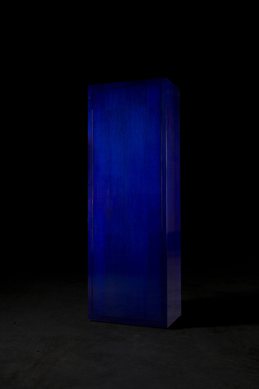BiC Blue Year: 2009 Materials: American maple veneer, BiC ink, French polish Dimensions: 200 x 70 x 43 cm Winner of the Wallpaper Design Awards 2010 for the Best Use of Color Project realised with kind help of Societé BiC
