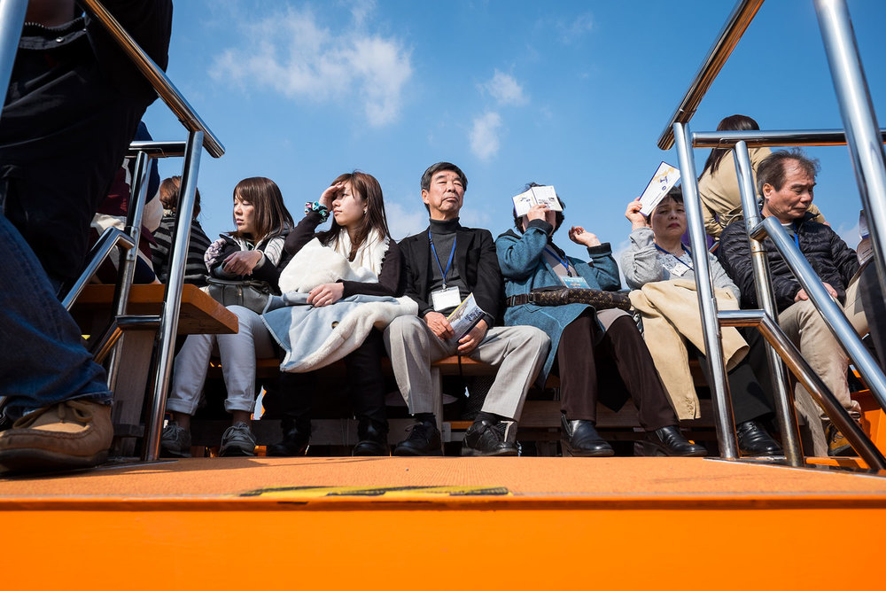 Perfette simmetrie sul ponte della barca, al ritorno da Gunkanjima.