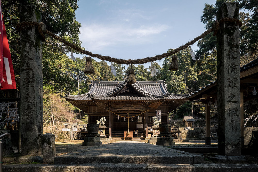 Un tempio in mezzo alle colline.