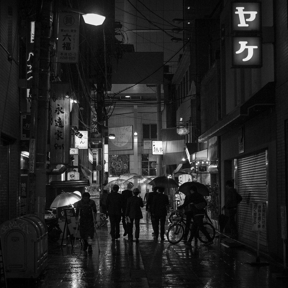Scene di vita notturna a Hiroshima