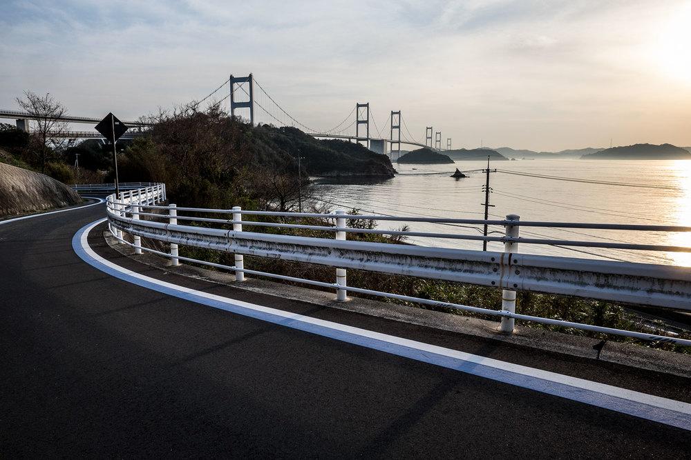 La vista di uno dei ponti della Shimanami Kaidō