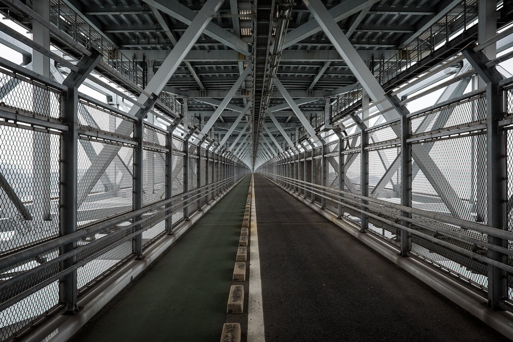 L'ultimo ponte della Shimanami Kaidō aveva addirittura una pista ciclabile dedicata non sopra, ma SOTTO di esso.