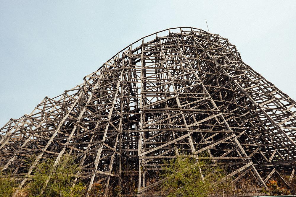 La carcassa di legno dell'ottovolante di Nara Dreamland