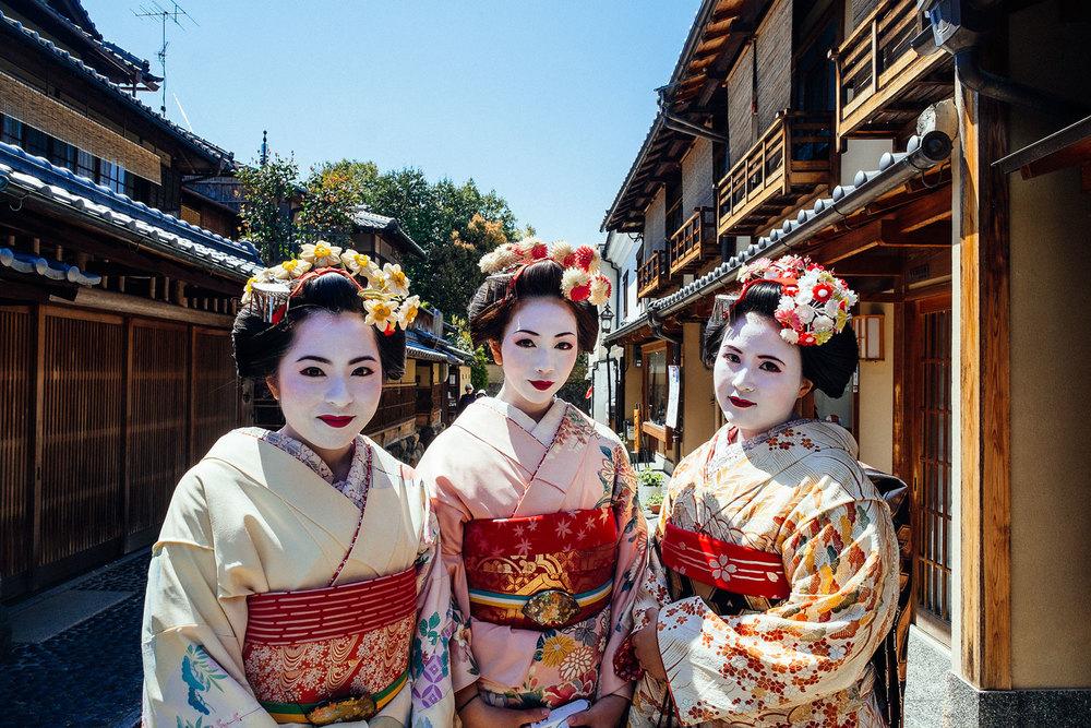 A Kyoto, incontrare persone in kimono e truccate da Geisha è all'orine del giorno.