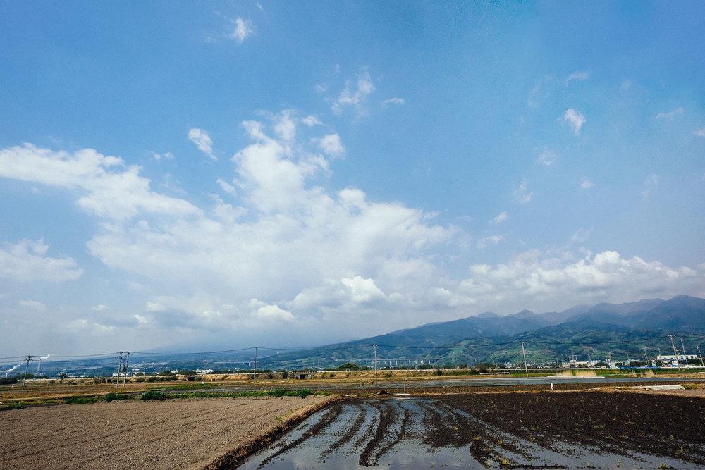 Le nuvole e la foschia che hanno coperto il monte Fuji durante tutta la giornata.