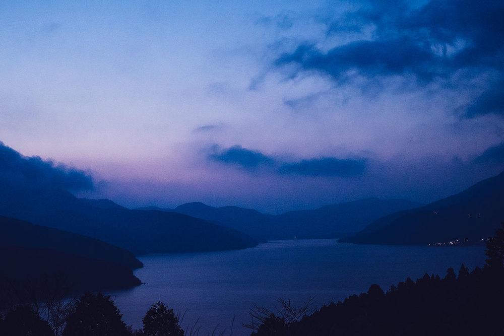L'arrivo ad Hakone, e la vista del Lago Ashi dal bordo del cratere.