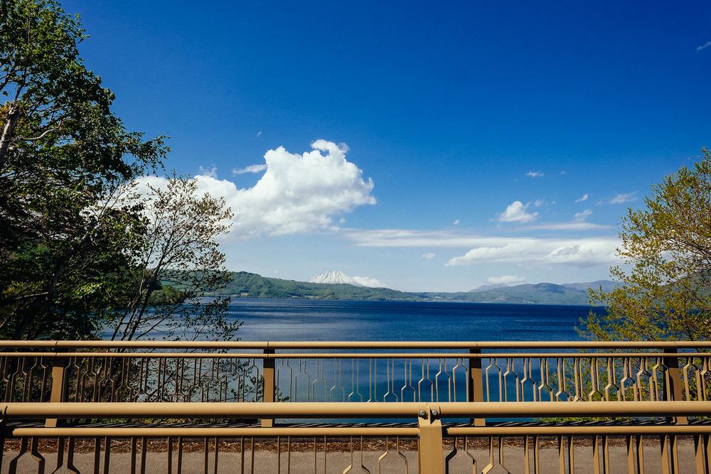 L'arrivo sul lago Toya e il Mt.Yotei sullo sfondo.