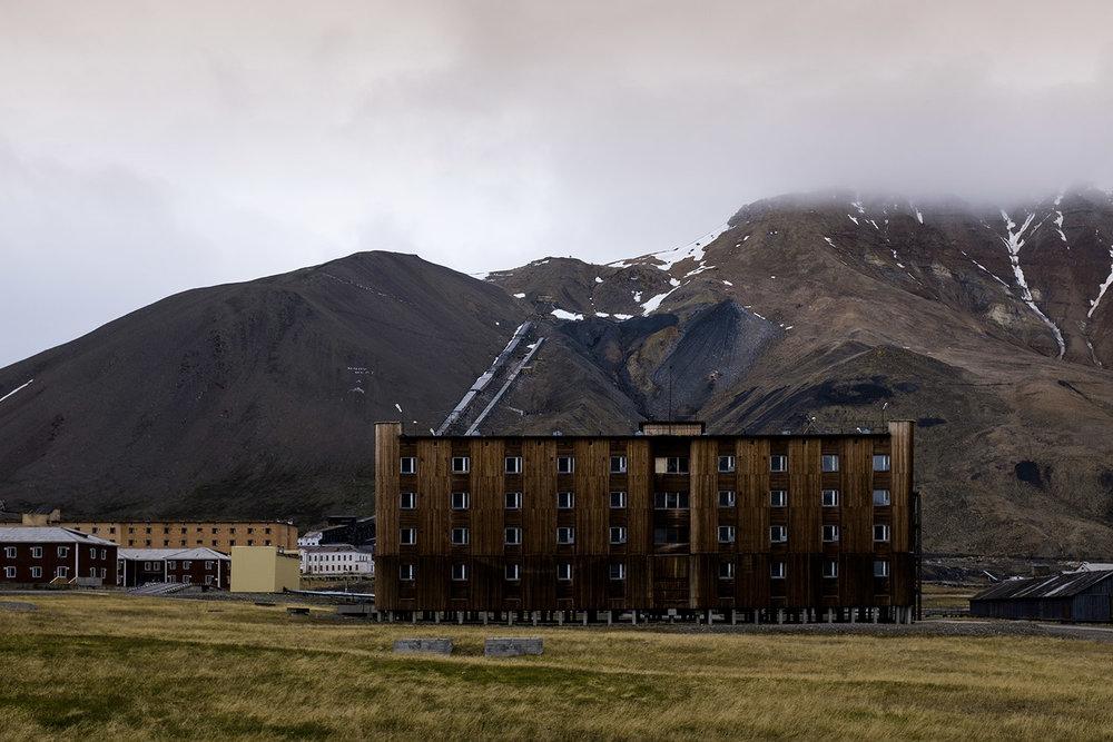 Pyramiden's ex hotel