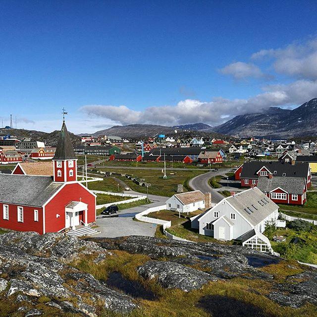 BOOM!! Nuuk imagedump! 📷 Scusate ma qua in Groenlandia non abbiamo sempre il wifi. Prossimamente: foto di balene! 🐳 #uncommonarctic #giroalfreddo