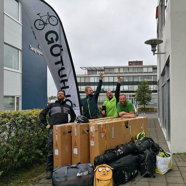 Ciao Islanda, ora che abbiamo inscatolato anche le nostre @cinelli_official Hobootleg Geo siamo pronti a ripartire D: Grazie per tutto ❤ (guest star: @gotuhjol)