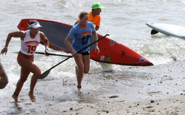 SUP beach race finish