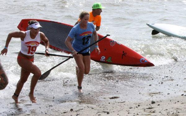 SUP beach race finish