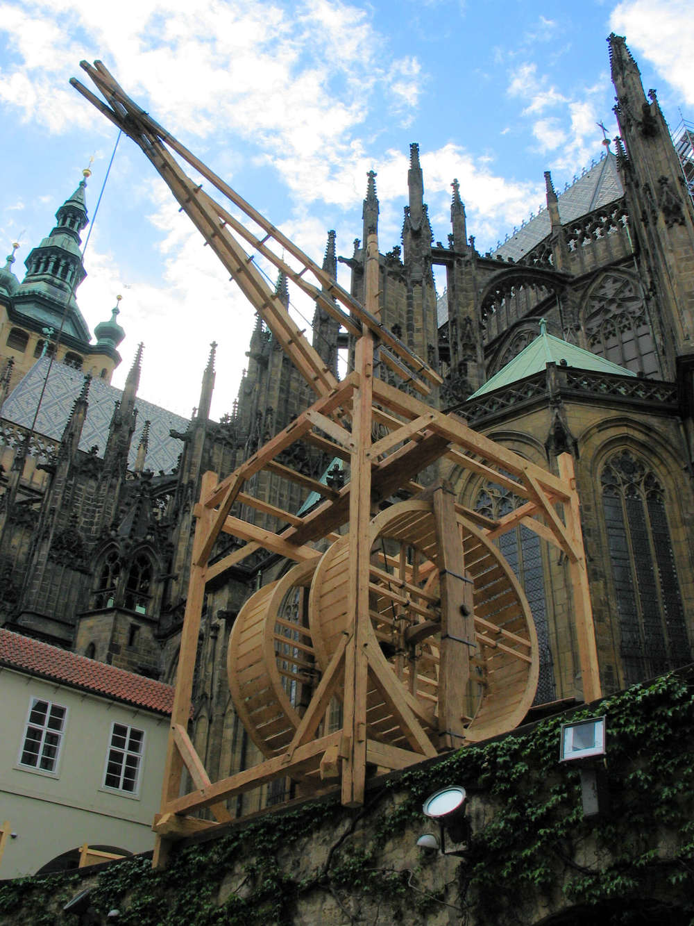 The crane at Prague Castle, May 2006