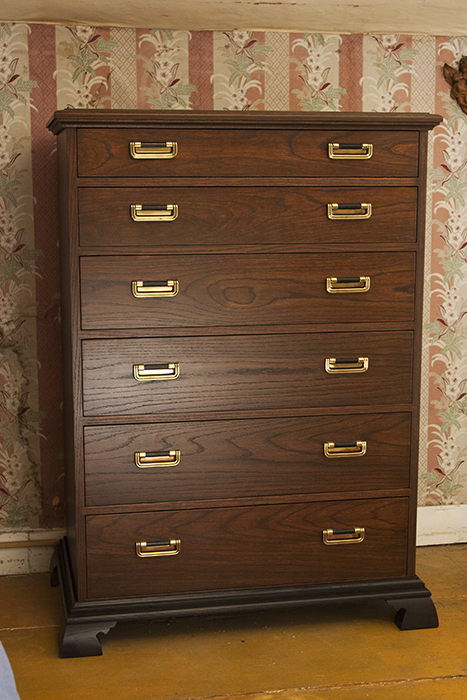 Red Oak Bachelor Chest