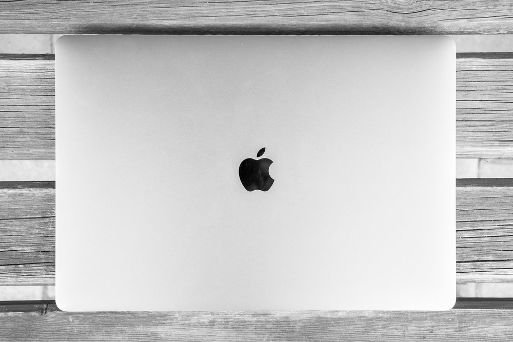 macbook-2257432_1920.jpg