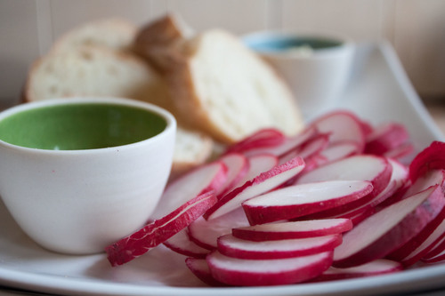 radishes with baguette