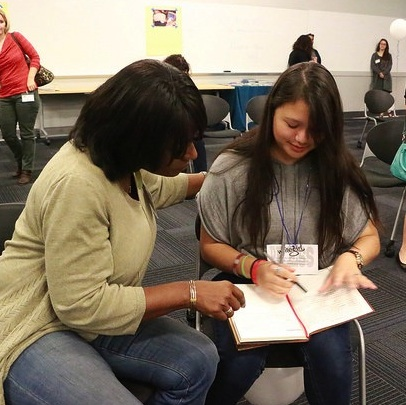 Journalist Beverly White working with a writegirl mentee
