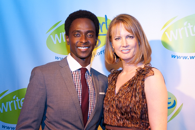 ACTOR   EDI GATHEGI   PRESENTED THE 2012 BOLD INK AWARD TO   TWILIGHT   SERIES SCREENWRITER   MELISSA ROSENBERG  .