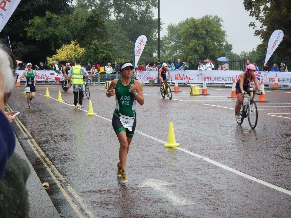 Durante la competencia en el mundial de Triatlón en Londres. 2013