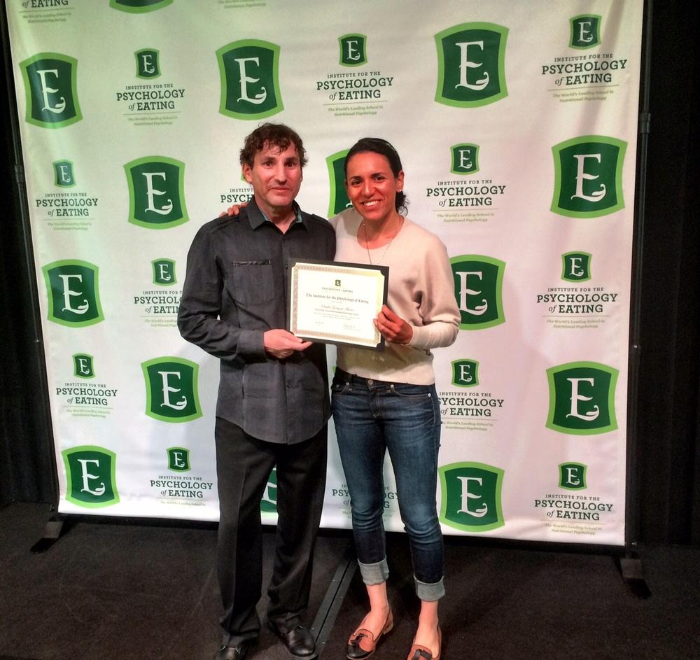Recibiendo mi certificado con Marc David, Fundador del Instituto de Psicología de la Alimentación en Boulder, Colorado. 2015