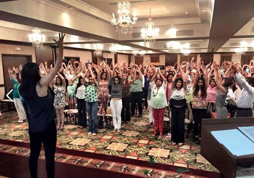 En conferencia en Foro Verde organizado por Tere Paez fundadora de BNatural en Hermosillo, Sonora. 2015
