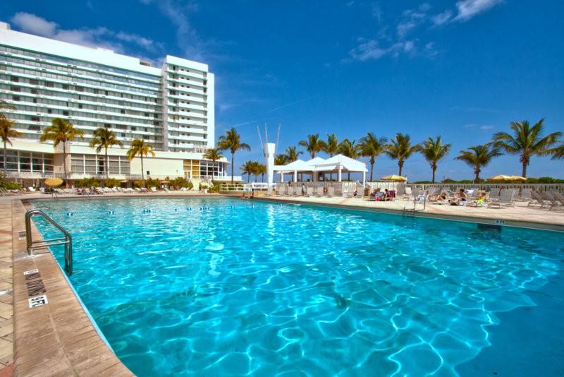 beach-pool-deauville-18.jpg