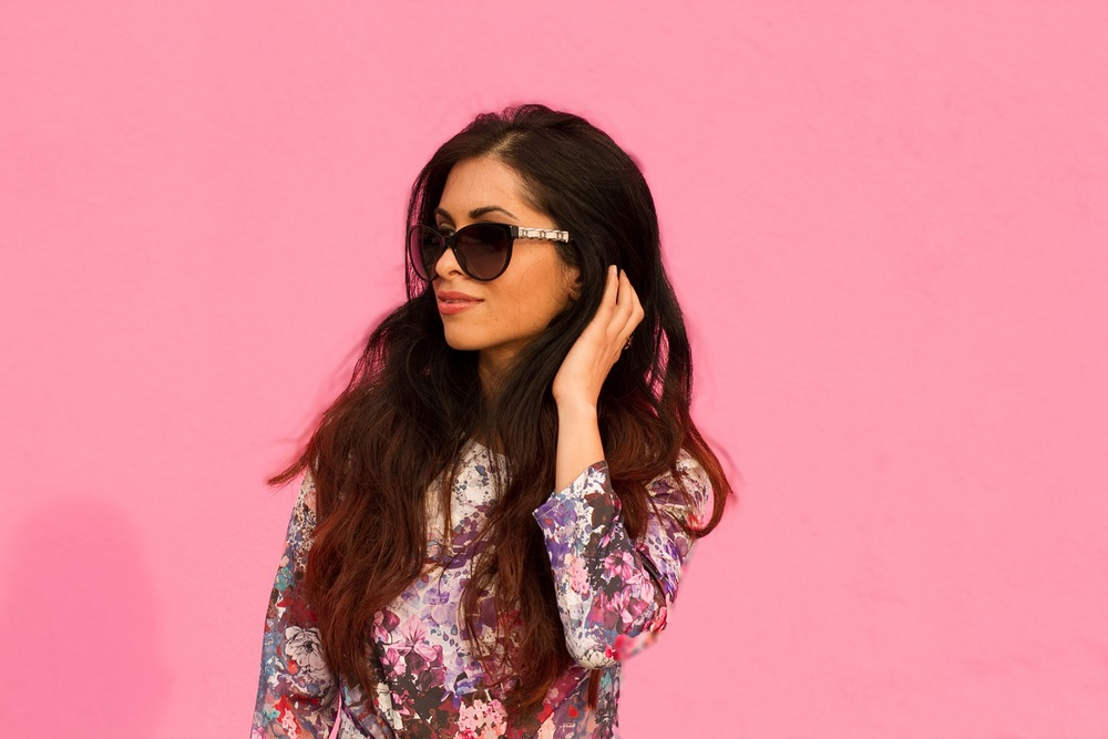 pink wall_melrose_floral top_peplum shirt_chanel sunglasses_savvyjavvy
