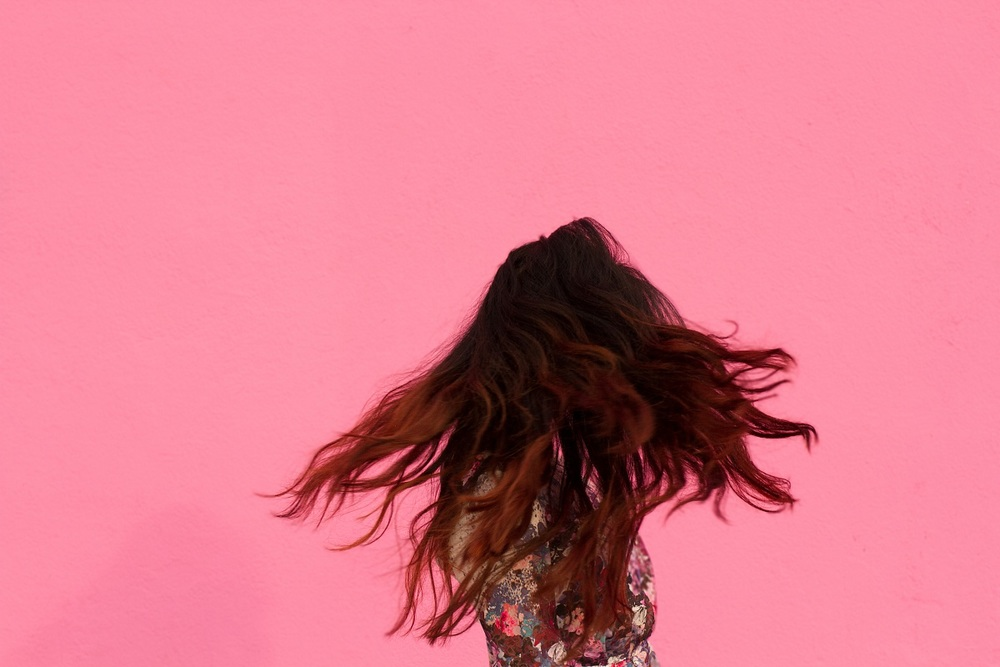pink wall_floral top_peplum shirt_savvyjavvy_ombre hair