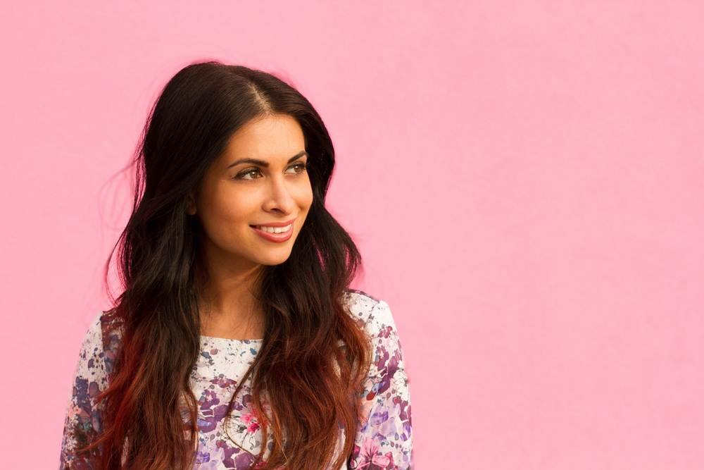 pink wall_floral top_peplum shirt_luv aj rings_savvyjavvy_ombre hair