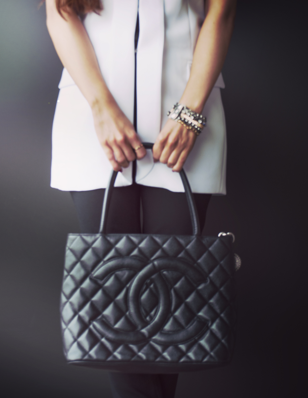 fashion blogger_white blazer_alice and olivia_vince_nastygal_savvy javvy_office style_corporate fashion_chanel