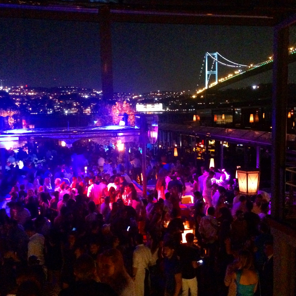 Reina Nightclub