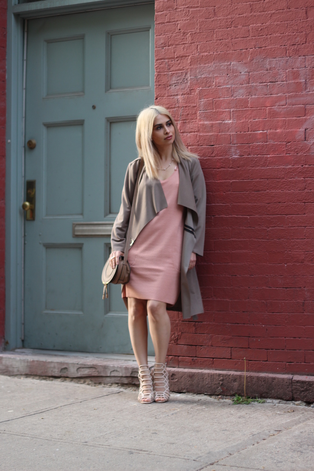 pink dress_shirt dress_icy blonde hair_fashion blogger_savvy javvy_travel blogger_nyc travel guide_what to do in nyc_nyc streetstyle_chloe marcie mini_steve madden cage heels_lydell nyc_chloe bag